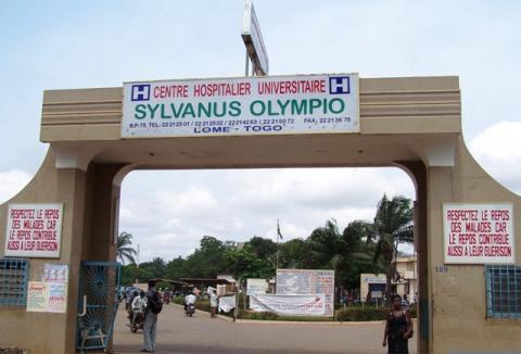 Entrée du CHU Sylvanus Olympio Credit: fr.africatime.com